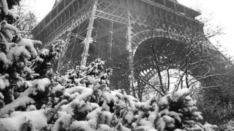 Paris--Snow--by-rakel8a